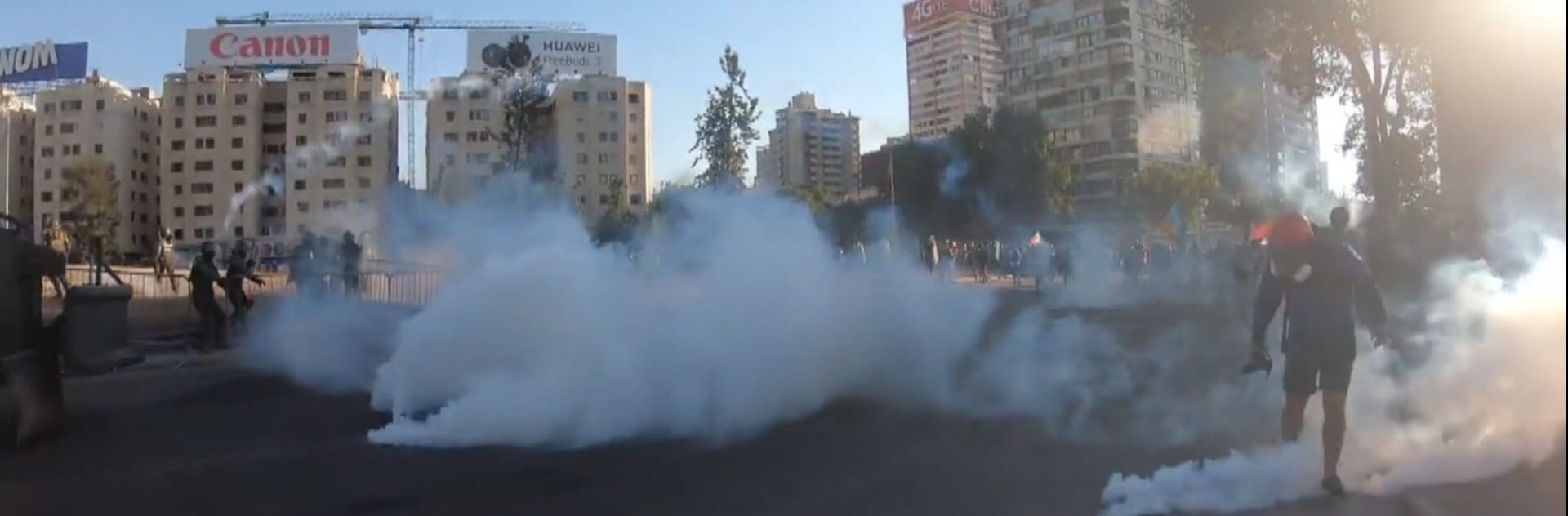 Gás lacrimogêneo em plaza de la Dignidad, Chile
