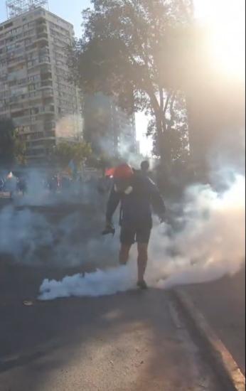 Capa do filme: Gás lacrimogêneo em plaza de la Dignidad, Chile