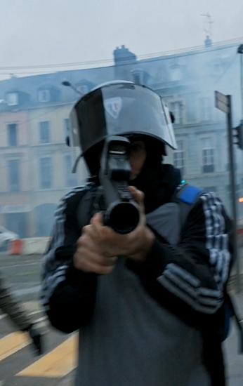 Capa do filme: O MONOPÓLIO DA VIOLÊNCIA